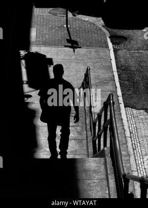 Schritte Rückansicht Silhouette Mann nach unten verschieben - Stockfoto