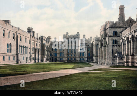England. Großbritannien. Arundel Castle. Das Viereck. Arundel Castle befindet sich in einem restaurierten und umgebauten mittelalterlichen Burg in Arundel, West Sussex, England. - Stockfoto