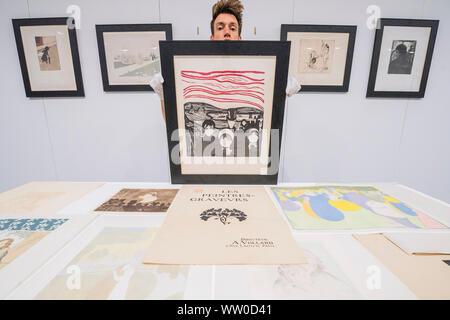 London, Großbritannien. 12 Sep, 2019. Edvard Munch. Angst, 1896 (c) - Die komplette, multi-Artist Album Les Peintres-Graveurs, Schätzung von 500.000 £ £ 1.000.000, im Besitz von Händler und Verleger Ambroise Vollard. Er war verantwortlich für die Validierung der Lithographie als Kunstform, als auch die Ausbreitung der größten Impressionistischen und Post-Impressionist Artists. In Paris 1896 ausgestellt, seine erste multi-artist Portfolio Les Peintres-Graveurs umfasst 22 Ausdrucke durch die Gleichen von Pierre Bonnard, Odilon Redon, Théo Van Rysselberghe, Auguste Renoir, und Edouard Vuillard. Credit: Guy Bell/Alamy - Stockfoto