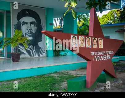 Kunstwerk der kubanischen fünf und Che Guevara in Kuba