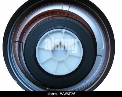 Rolle der entwickelten Super 16-mm-Film auf einem Bobby in einem can-auf-Weiß-Negativ. 16-mm-Film ist eine beliebte und kostengünstige Messgerät von Filmmaterial.