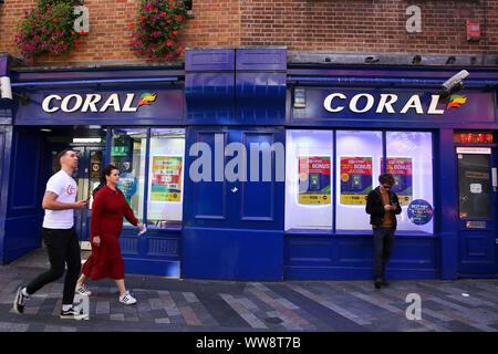 London, Großbritannien. 13 Sep, 2019. Coral, das Wetten Store ist in London gesehen. Credit: Dinendra Haria/SOPA Images/ZUMA Draht/Alamy leben Nachrichten - Stockfoto