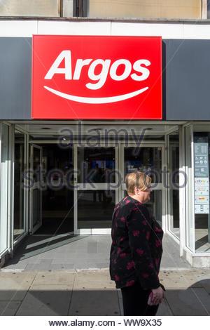 Argos Storefront auf King Street, Hammersmith, London, UK - Stockfoto
