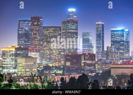 Los Angeles, Kalifornien, USA downtown Skyline bei Nacht.