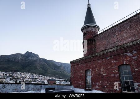 Der Turm der alten Burg Brauerei gebaut im Jahr 1901 in Kapstadt City Vorort von Woodstock in Südafrika - Stockfoto