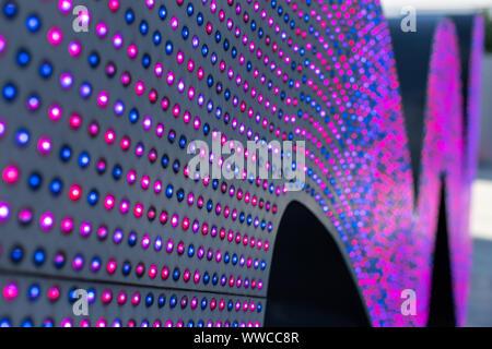 LED-Leuchten. Bunte Lampen für die Beleuchtung. Textur aus farbigem Licht. Array von Farbe LED-Hintergrundbeleuchtung. Viele kleine Glühbirnen - Stockfoto
