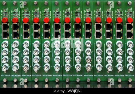 Fiber optic Videokonverter mit optischen FC Anschlüsse und video BNC-Anschlüsse - Stockfoto