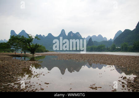 Schöne Berg Karstlandschaft in Yangshuo-Guilin, China - Stockfoto