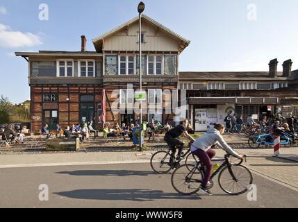 Radweg Nordbahntrasse und ehemaliger Bahnhof Mirke Wuppertal, Nordrhein-Westfalen, Deutschland, Europa - Stockfoto