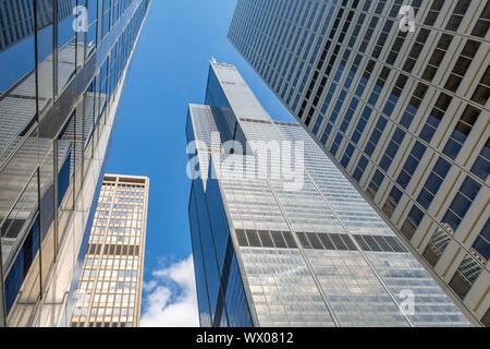 Blick von der Straße unterhalb des Willis Tower, Chicago, Illinois, Vereinigte Staaten von Amerika, Nordamerika
