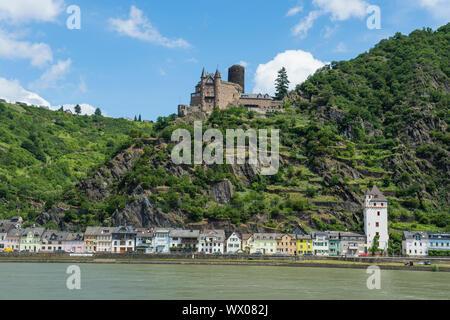 Burg Katz mit Blick auf den Rhein und St. Goar, UNESCO Welterbe Mittelrheintal, Rheinland-Pfalz, Deutschland, Europa - Stockfoto