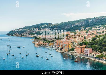 Erhöhte Blick über Villefranche-sur-Mer, Alpes Maritimes, Provence Alpes Cote d'Azur, Côte d'Azur, Frankreich, Mittelmeer, Europa - Stockfoto