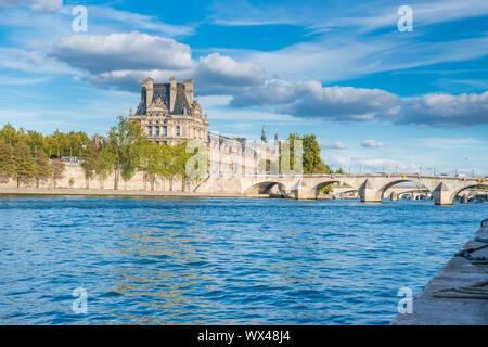 Um Louvre über Seine Fluss