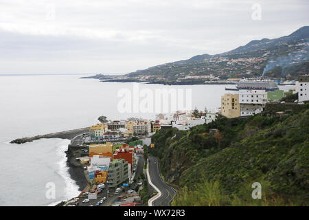 Blick vom Aussichtspunkt Mirador del Carmen im Hafen von Santa Cruz de La Palma - Stockfoto