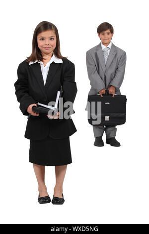Kinder, verkleidet als Geschäftsleute - Stockfoto