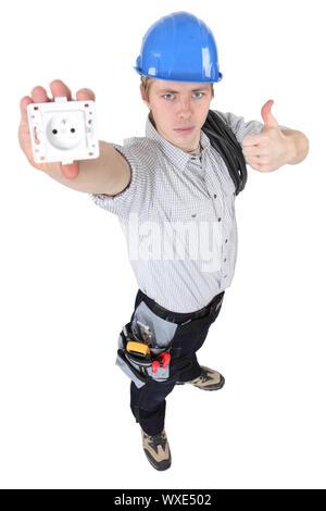Elektriker, präsentiert eine Steckdose. - Stockfoto