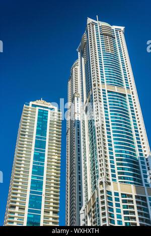 DUBAI, VAE - 13. NOVEMBER: hohe Gebäude und Straßen 13.November. 2012 in Dubai, VAE. Dubai war die am schnellsten entwickelnden Stadt der Welt zwischen 2002 - Stockfoto