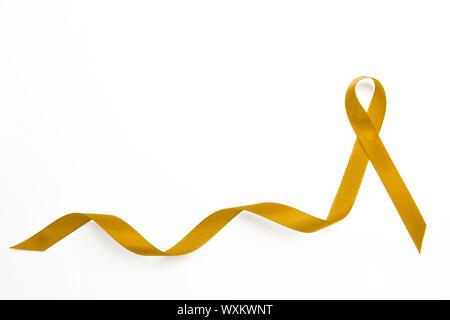 Gelbe awareness Ribbon mit Trail auf weißem Hintergrund - Stockfoto