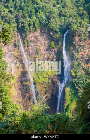 Atemberaubende Tad Fane Wasserfall von oben, Paksong, Laos
