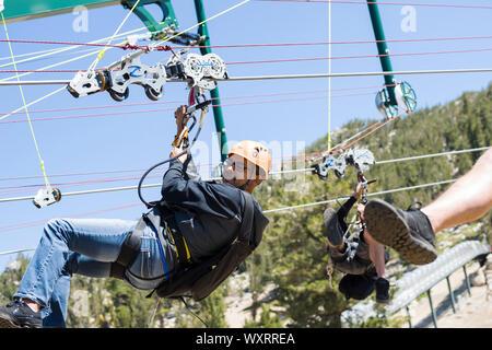 Heavenly Valley Zip Line und Sommer Freizeit in South Lake Tahoe, Kalifornien an der Spitze des Berges. - Stockfoto
