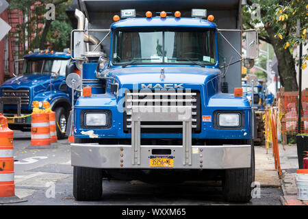 Mack Truck in New York City, USA - Stockfoto