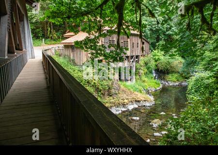 USA, Washington State, Wald. Cedar Creek Grist Mill, in der Nähe von Vancouver, Washington. - Stockfoto