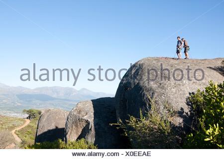 Klettergurt Seil Befestigen : Kletterer anbringen kletterseil klettergurt und auf der suche bis zu