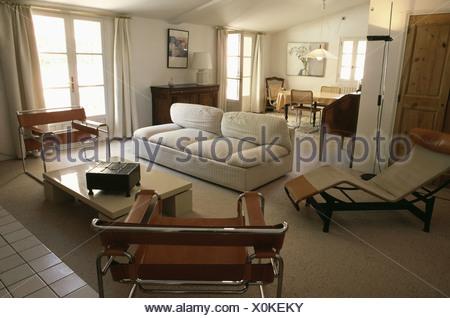 Attraktiv Beige Sofa Und Marcel Breuer Wassily Sessel In Offene Wohn  / Esszimmer Mit  Mitte Des