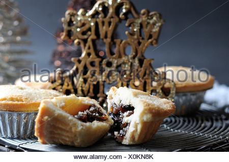 Englischer Kuchen mit süßer Füllung - Stockfoto