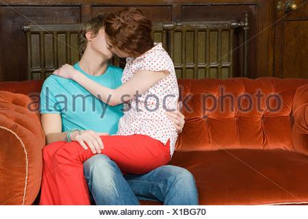 Teenager Schickt Seine Freundin Auf Sofa