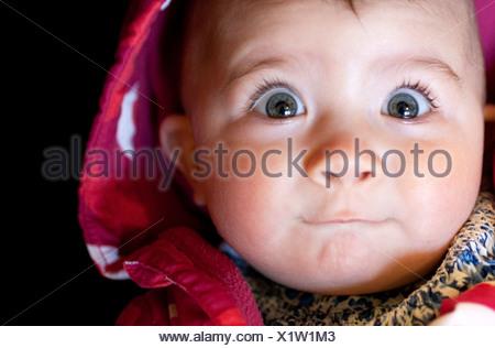 Babymädchen überrascht Gesicht Nahaufnahme - Stockfoto