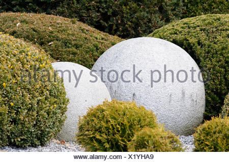 Steinkugeln · Park, Garten, Stein, Kugel, Büsche, Bush, Form, Dekoration,