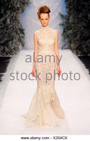 Ashley Isham London bereit zu tragen Herbst Wintermodell Creme ...