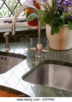 ... Schließen Von Chrom Mischbatterie Und Doppelt Unter Satz Edelstahl  Waschbecken Im Cottage Küche