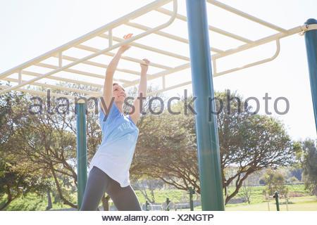 Klettergerüst Erwachsene : Person hängen auf klettergerüst stockfoto bild: 5467921 alamy