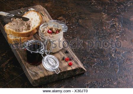 Frische hausgemachte huhn leber pastete hase gans mit preiselbeerso e gourmet vorspeise - Marmelade einkochen glaser ...