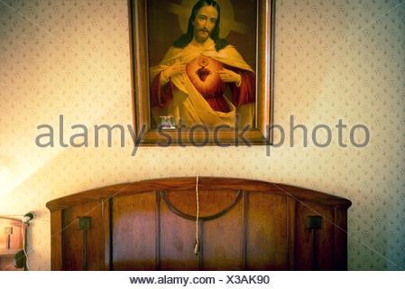 ... Wand Aus Einem Vintage Schlafzimmer Mit Einem Bild Des Heiligen Herzens  Von Jesus, Das Kopfteil