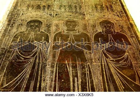 Robert Braunche und 2 Frauen, Kings Lynn mittelalterlichen monumentale Messing, 1364, Norfolk England UK Pfau fest Messing flämischen design - Stockfoto