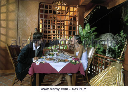 Restaurant Asiatisch Terrasse Paar Elegant Kick Off Weinglaser