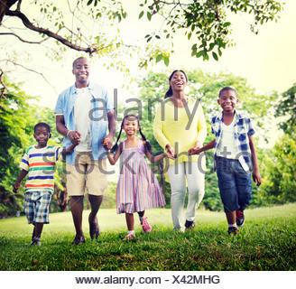 Afrikanische Familienglück Ferienkonzept Urlaub Aktivität - Stockfoto