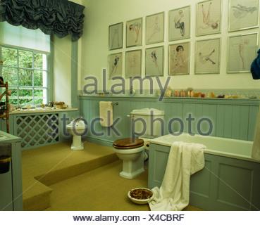 ... Sammlung Von Bildern Auf Wand über Bad Im Land Badezimmer Mit  Türkisfarbenen Zunge + Nut Dado