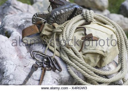 Rucksack Für Kletterausrüstung : Traditionelle kletterausrüstung rucksack seil karabiner und