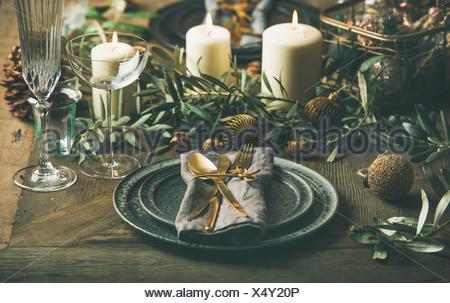 Tabelle platz einstellung f r heiligabend winterurlaub weihnachten hintergrund stockfoto bild - Glaser dekorieren fur weihnachten ...