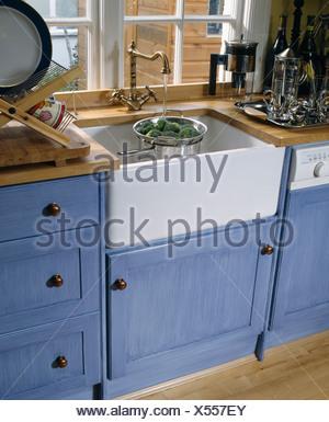 Belfast waschbecken unter fenster in hellen modernen k che - Fenster in der kuche ...