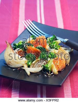 Gebratenes Gemüse mit Sprossen - Stockfoto