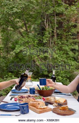 tabelle mit flasche wein glas wein k se und baguette vor offenem feuer stockfoto bild 2668065. Black Bedroom Furniture Sets. Home Design Ideas