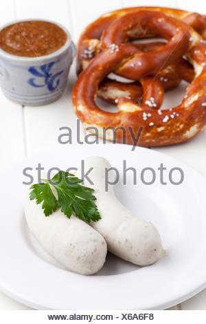 Bayerische Weißwürste mit Brezel - Stockfoto