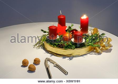 adventskranz einer brennenden kerze stockfoto bild. Black Bedroom Furniture Sets. Home Design Ideas