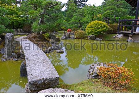 ... Typischer Gartenlandschaft Garten Mit Steindekorationen Und Koiteich |  Typisch Japanische Garten Mit Stein Dekoration Und Koi
