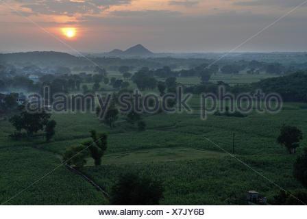 Monsun in der Nähe von Devigarh, in der Nähe von Udaipur, Rajasthan, Indien, Asien - Stockfoto